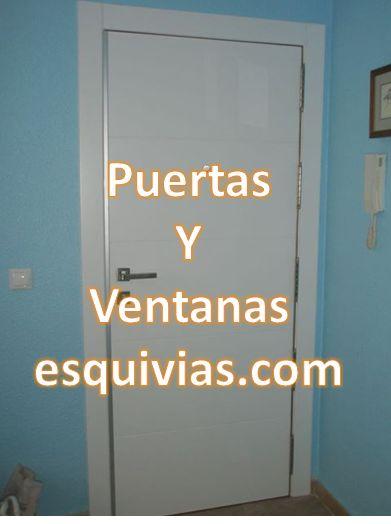 Puerta entrada principal en blanco; http://www.puertasyventanasesquivias.com/puertas-blancas.html