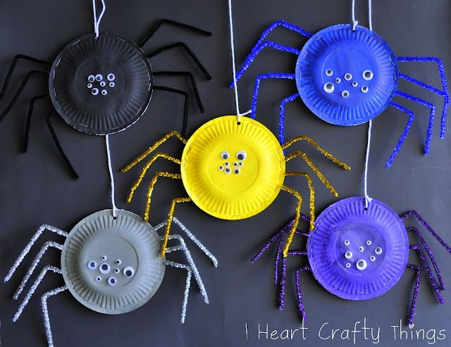 Halloween spiders - paper plates, paint, sparkly pipe cleaners, wiggly eyes (I Heart Crafty Things)