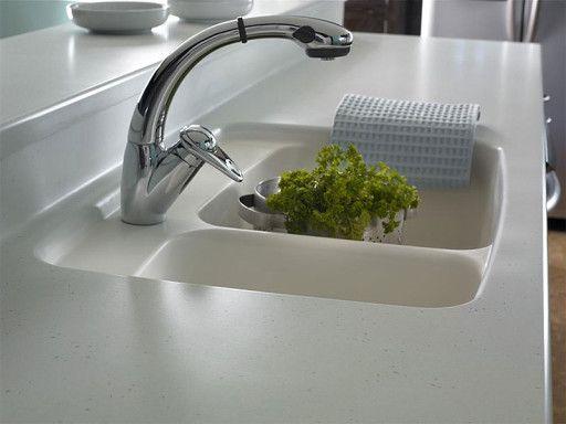 Кухонные мойки из искусственного камня дольше сохраняют свой первоначальный привлекательный вид