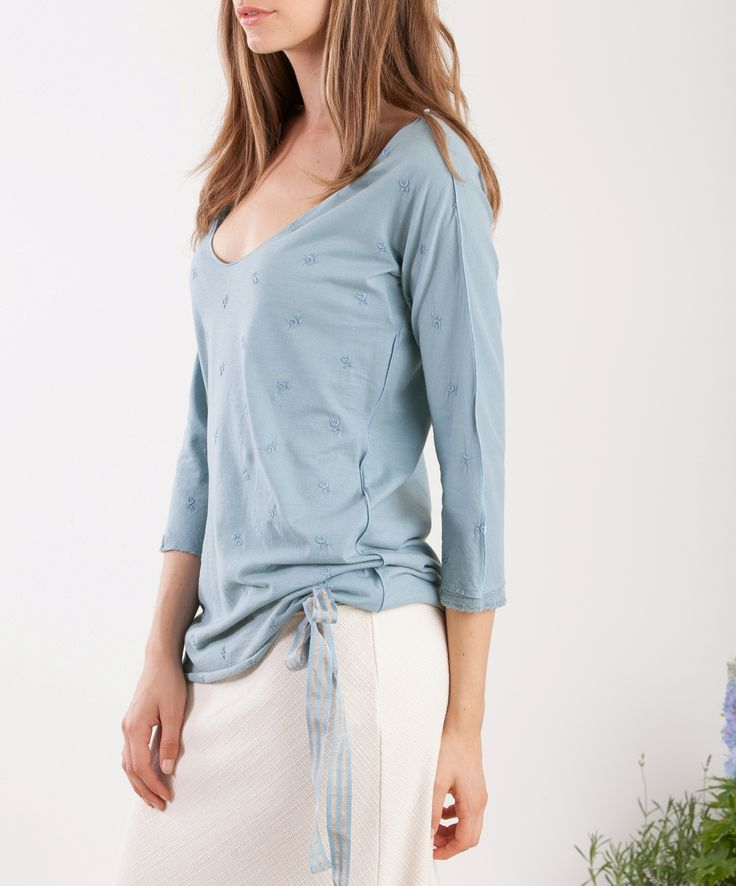 white and blue, a t-shirt and a skirt... so easy so chic #momoé #italianstyle #crazysummer