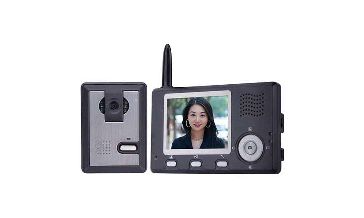 Беспроводной видеодомофон 3502 способен записывать изображение. Вы сможете не только слышать, но и видеть того, кто хочет зайти в ваш дом, даже в полной темноте. Но даже если же вы отсутствуете и ваш дом остался без присмотра, то беспроводной видеодомофон запишет гостя для вас.