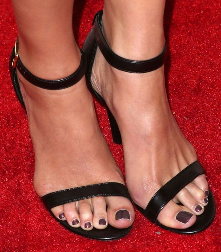 lauren cohan feet