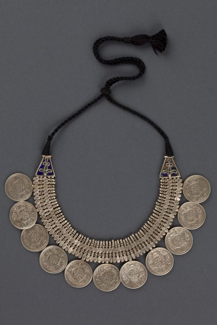 NECKLACE INDIA FIRST HALF 1900. he necklace is made of 11 Indian silver Rupee. The two extremes are decorated by cloisonne' blue varnish in all of the Indian subcontinent like in all of Asian areas, the silver coins have a amulet value and not frequently put in traditional ornaments.Via S D via haniki theron.