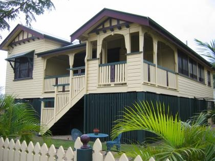 To find a perfect queenslander house in the right area at for Queenslander home designs australia