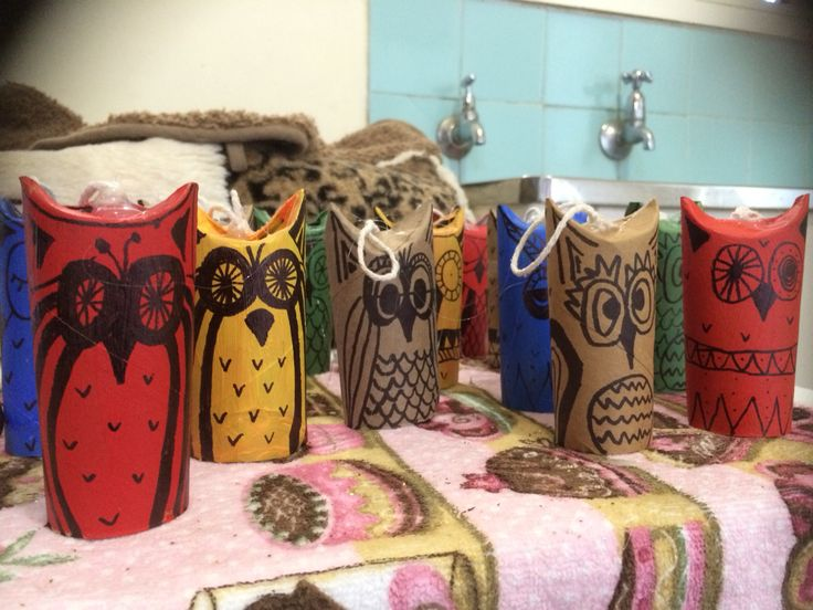 Made the crafty owls I found on Pinterest. Enjoyed making these today. Toilet roll, bright paint, sharpie, a glue gun and tie.