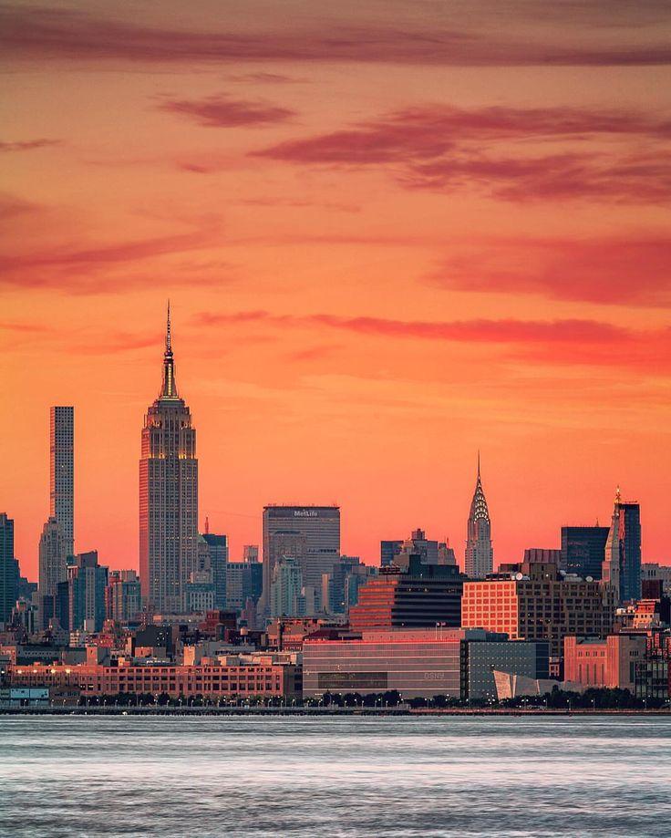 Manhattan Skyline by @PSeibertPhoto #newyorkcityfeelings #nyc #newyork