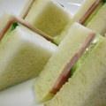 食パン6枚切り 2枚 ハム 3枚 きゅうり スライス4枚 マーガリン 適量 マヨネーズ 適量 塩 少々