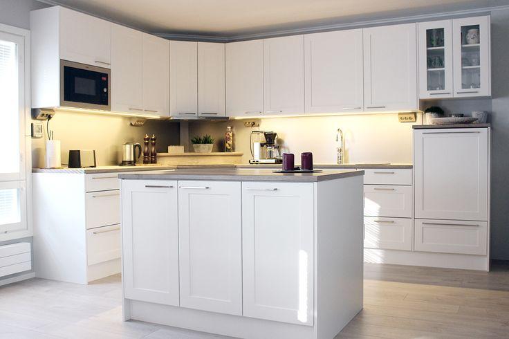 Vaalea keittiö harmaalla höystettynä. #finishdesign © AX-Design Oy, Finland