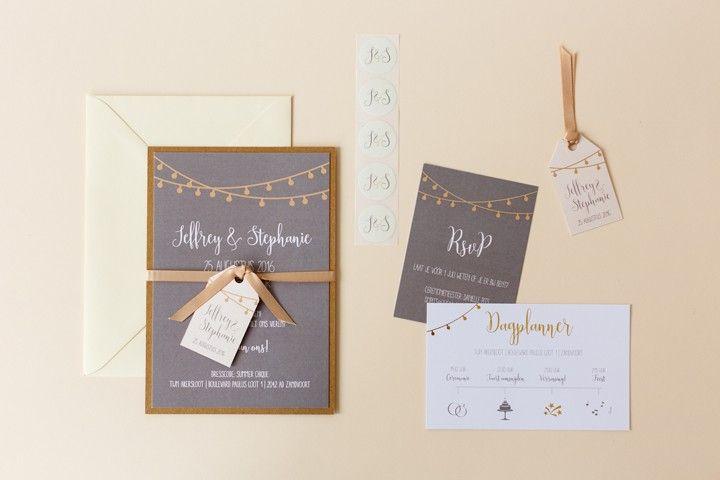 Een trouwkaart met goud en kraft accenten voor Jeffrey & Stephanie door www.ikblijfjetrouw.nl