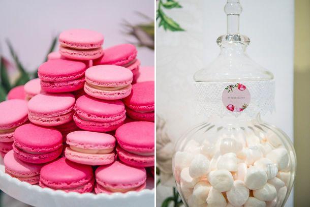 Aproveitando o doce clima da Primavera escolhemos essa mesa tem tons de rosa e branco para mostrar como é simples produzir uma festa delicada e feminina.