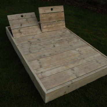 Ligbed in gebruikt steigerhout | Meubelen | rawcreations bvba