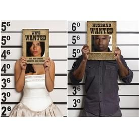 Divertidísimos estos Carteles Wanted para  Photocall de boda. De venta en :  http://www.airedefiesta.com/product/6397/0/0/1/1/Carteles-Photocall-Wanted.htm