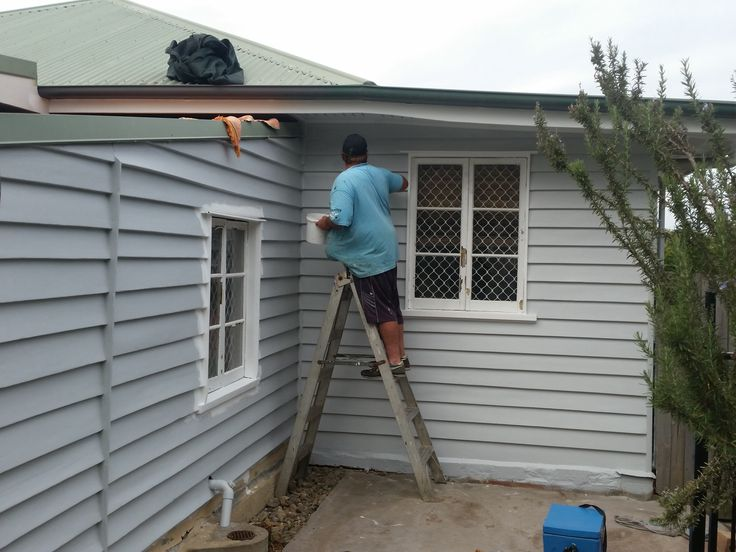 Cutting in the weatherboard for next coat