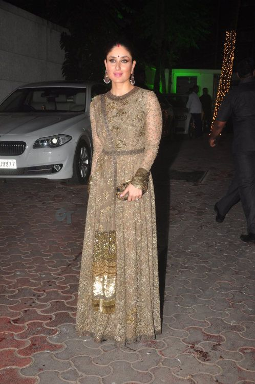 4779e39d64 Kareena Kapoor Khan at Shilpa Shetty Diwali Party : Kareena looked gorgeous  in a green Sabyasachi anarkali with a matching clutch and big earrings.