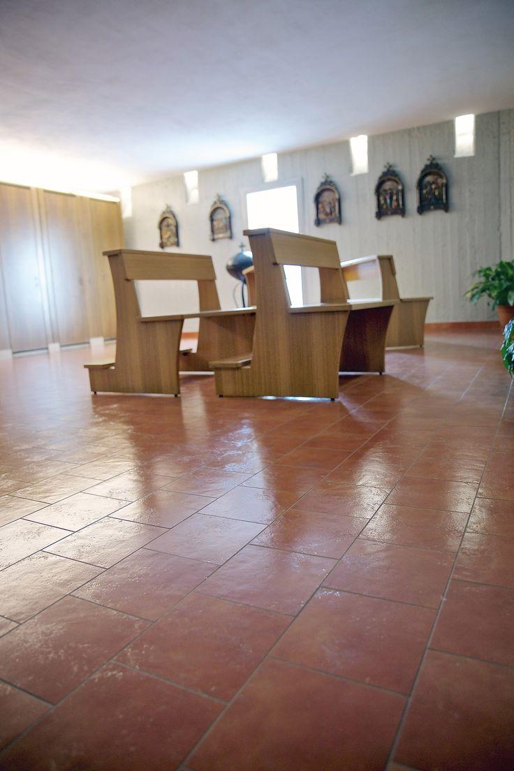 Grazie ad un eccellente progetto e alla pavimentazione con lastre ceramiche di Casalgrande Padana, a Baranzate torna a splendere la Chiesa di Vetro