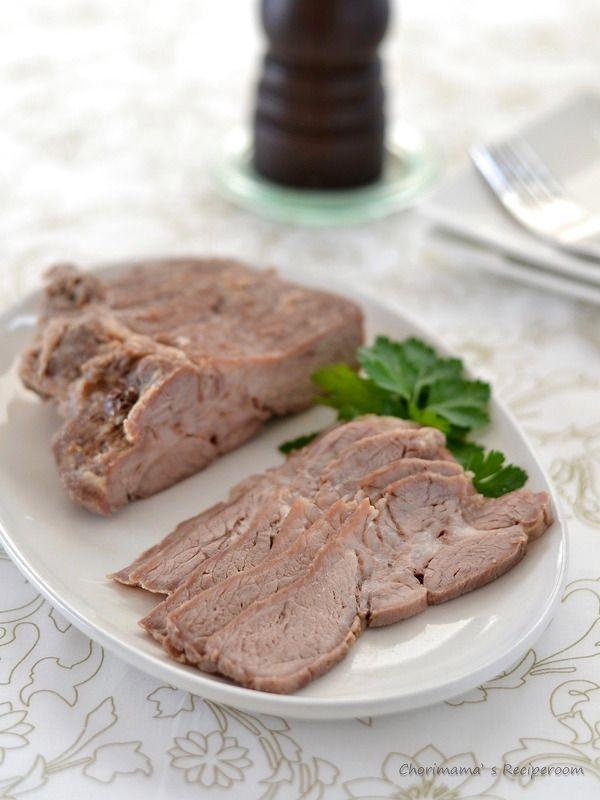 塩豚 by 西山京子/ちょりママ / 豚肩ロースで作るシンプル塩豚。そのまま食べたり、オードブル、サンドウィッチ、ラーメンのトッピングにも使い勝手抜群です。煮汁+ブラックペッパーをかけていただくのもオススメです。あると便利な常備肉、日々の食卓のお助けマンです。 / Nadia