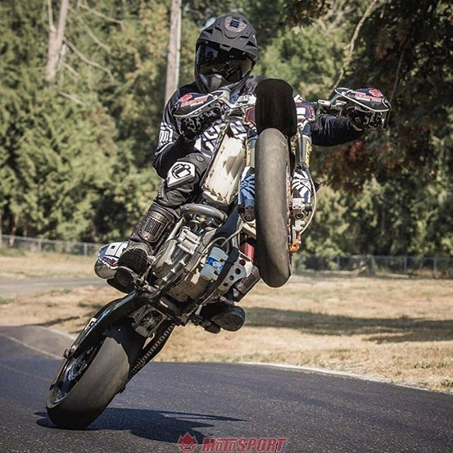 Etonnant New @andy_dibrino Video Up On @motosportinc . Watch Andy Rip The Mean  Streets On