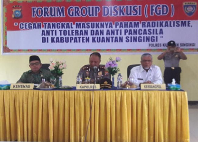 Kuantan Singingi, Oketimes.com - Guna mencegah masuknya paham radikalisme, anti toleran dan Pancasila, Kepolisian Resor Kuantan Singingi (Kuansing) Riau, menggelar Forum Group