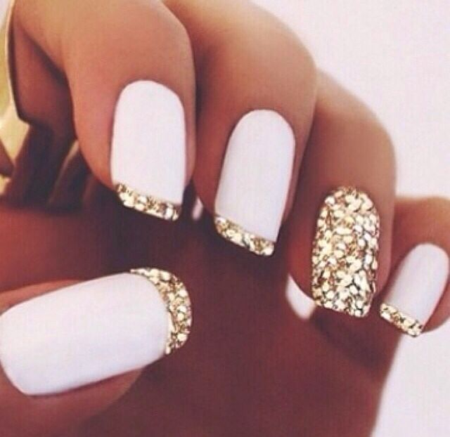 Gold and white nails winter