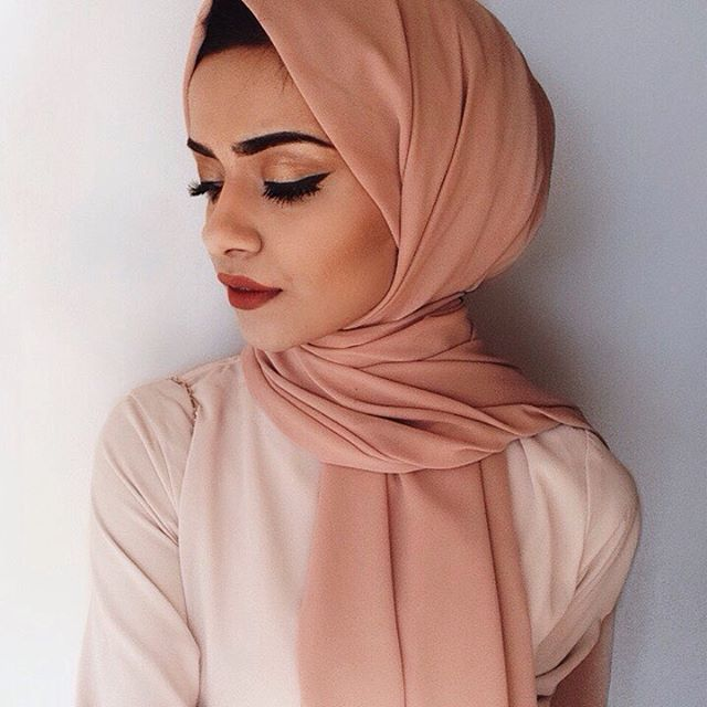 Can't get enough of the Dusty rose crepe hijab from @inayahc The colour is just…
