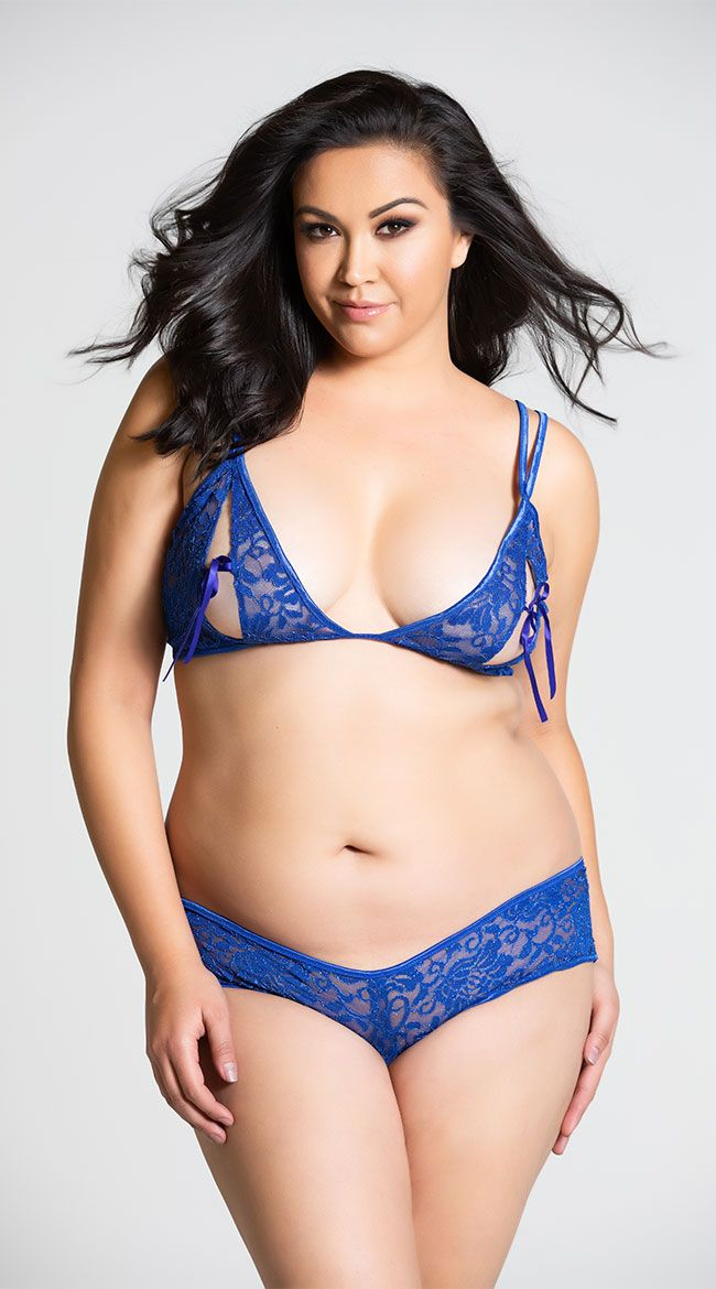53b0f742771 Plus Size Open Cup Lace Bra And Crotchless Panty Set