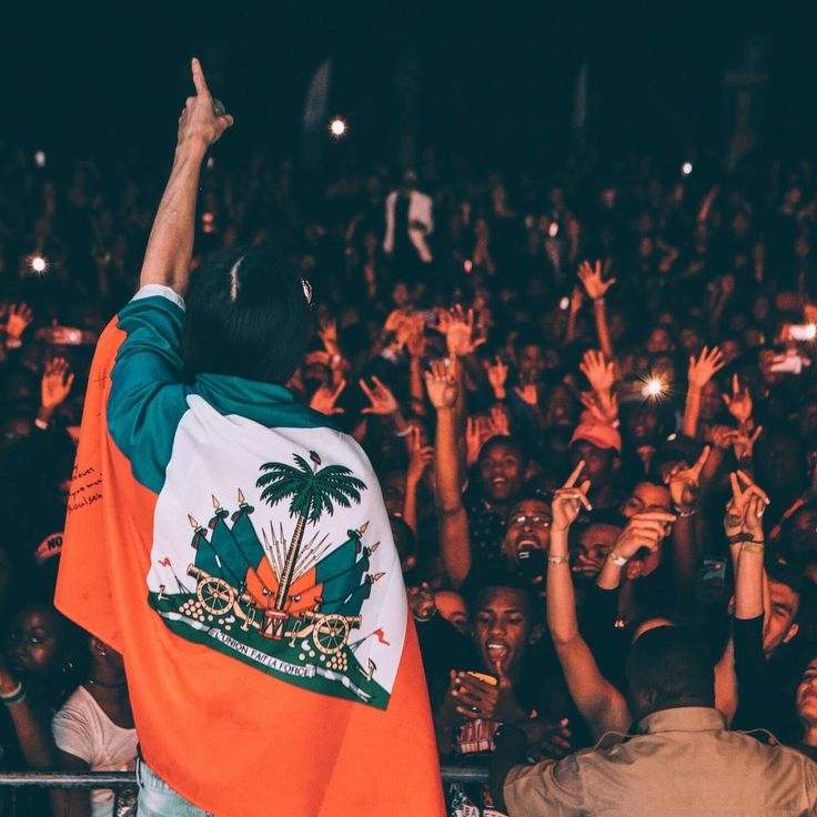 Steve Aoki - Crowds like this make me never wanna stop touring. Thank u Haiti  for my first show in your country!!