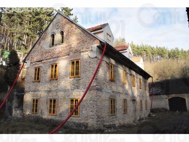 FARMA _ Rodinný dům 800 m² k prodeji Za ovčínem, Praha 5 - Lochkov; 15000000 Kč, patrový, cihlová stavba, ve výstavbě.