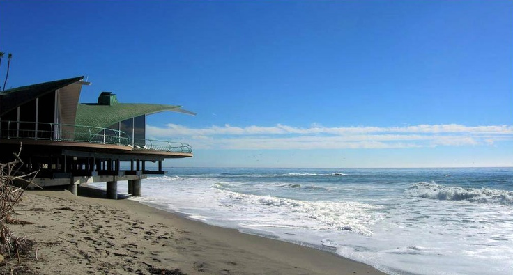 The wave house in malibu harry gesner architecture for Alarme piscine home beach