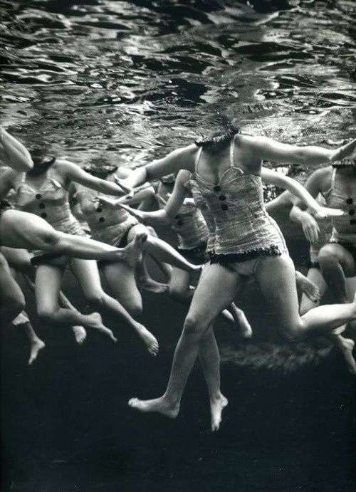 #blackandwhite #photography #people #bodies #swimmers #swim #sports #makemepattern http://makemepattern.tumblr.com