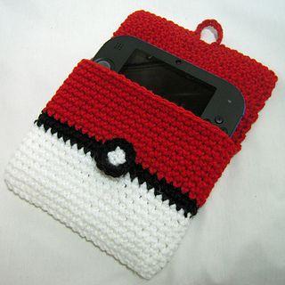 2DS Pokeball cover - free crochet pattern by i crochet things. ༺✿Teresa Restegui http://www.pinterest.com/teretegui/✿༻