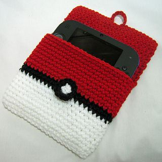 2DS Pokeball cover - free crochet pattern by i crochet things.