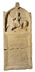 Moulage de la stèle funéraire d'Argiotalus, fils de Smertulitatus, cavalier namnète, mort à Worms