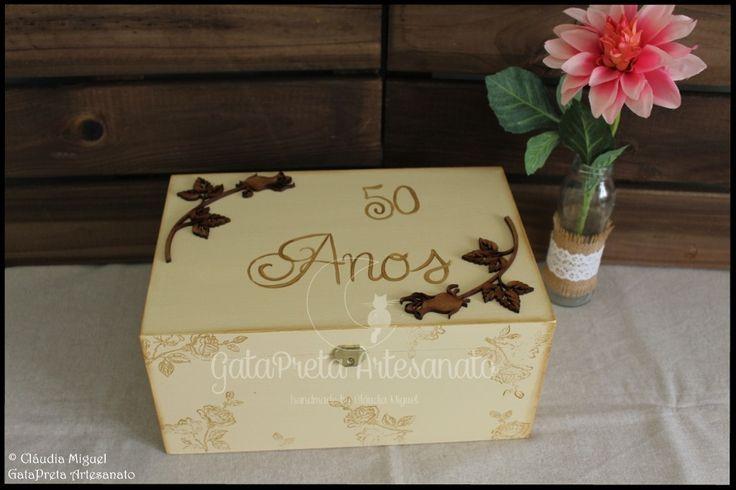 """Caixa de recordações de casamento """"50 Anos""""."""