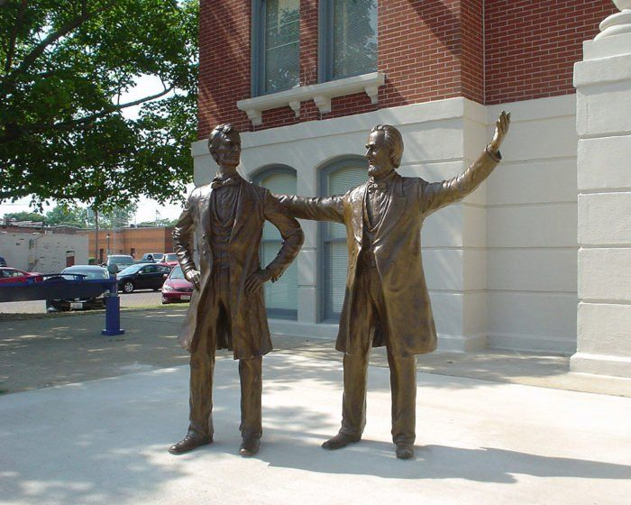 4. Statue of Abraham Lincoln - 301 E Main St. #12 Shelbyville, ILLINOIS