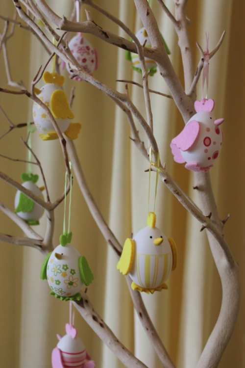 Cute DIY Easter chick tree centrepiece