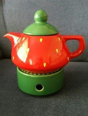 Teekanne mit Stövchen Keramik Erdbeere