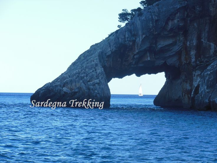 Una delle cale più belle del mondo!! http://sardegnatrekking.wordpress.com/trekking-delle-cale/cala-goloritze/