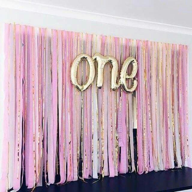 Backdrop With Streamers And Curling Ribbon So Easy And Cute Balloonbackdrop Party Backdrop Diy Backdrops For Parties Diy Backdrop