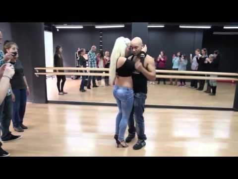 Acesta este dansul care te va da pe spate in 2014 - YouTube