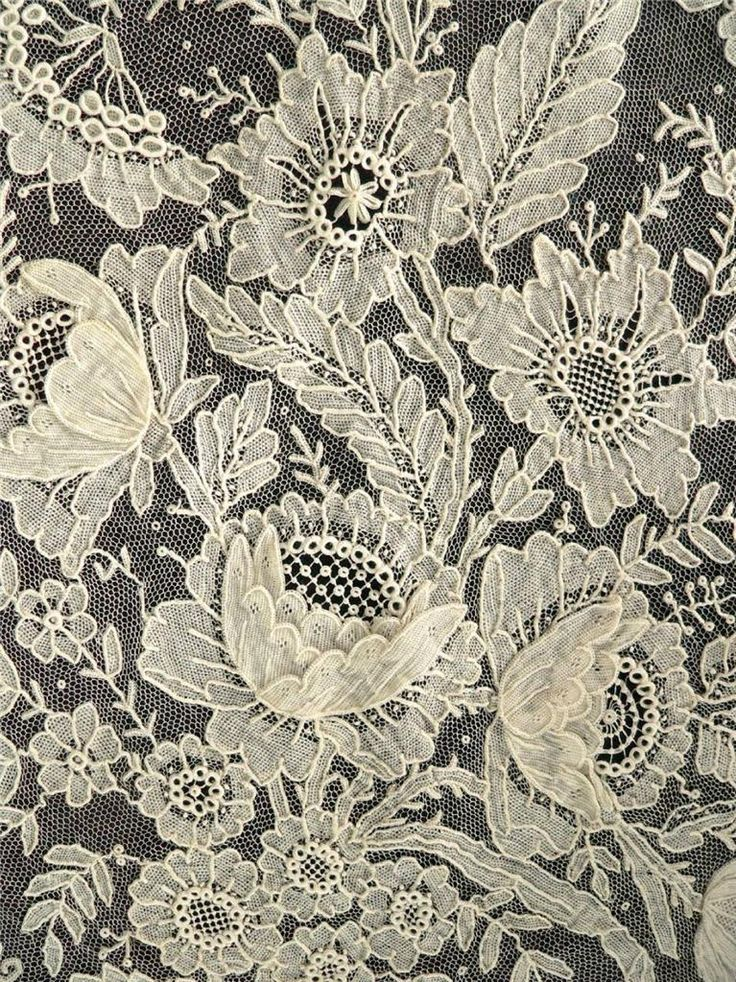 reminds us of the 17th century lace design we use in our lace jewellery... such 3 dimensional magic in this intricate piece of lace.