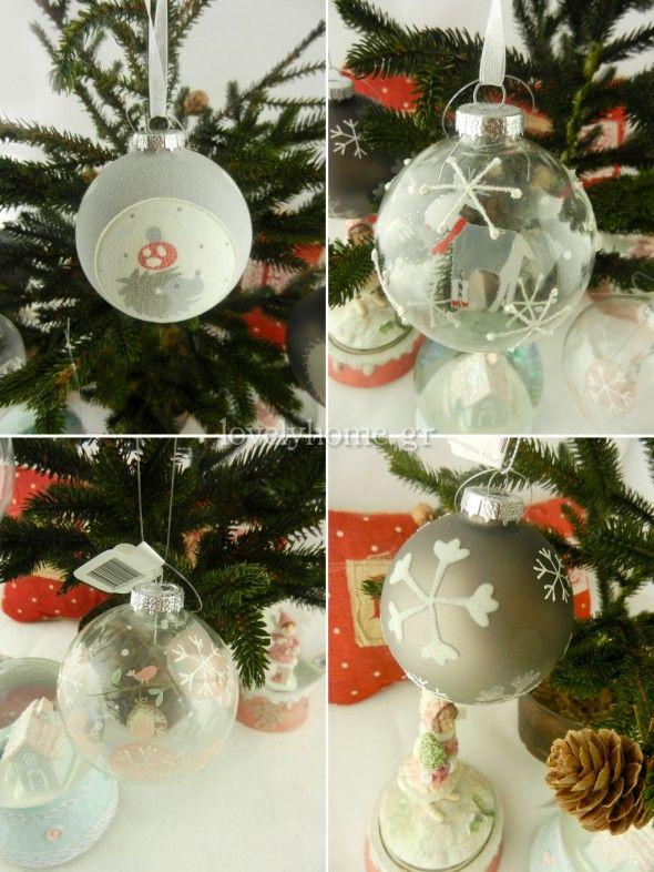 Από πάνω αριστερά και δεξιόστροφα: Γυάλινη μπάλα 8 εκ. σε 3 διαφορετικά σχέδια – ζωάκια 3,19 ευρώ ~ Χριστουγεννιάτικη γυάλινη μπάλα 8 εκ. σε 2 διαφορετικά σχέδια – ζωάκια 2,28 ευρώ ~ Γυάλινη μπάλα 8 εκ. σε 2 σχέδια με ζωγραφισμένες καρδιές ή νιφάδες 3,08 ευρώ ~ Γυάλινη μπάλα 8 εκ. με παράσταση 2,25 ευρώ (τιμές χωρίς ΦΠΑ)