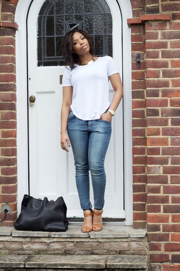 White t shirt and blue jeans - Blue Skinny Jeans White T Shirt And Brown Sandals On A Casual Day