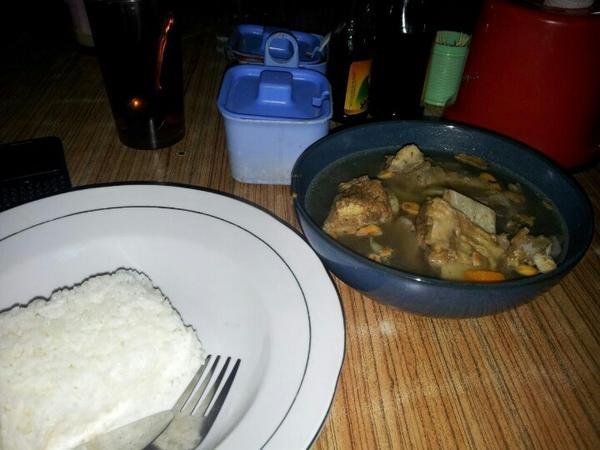Sop Buntut! (Foto dari Mahendra di Rumah Makan Duta - Ngawi)