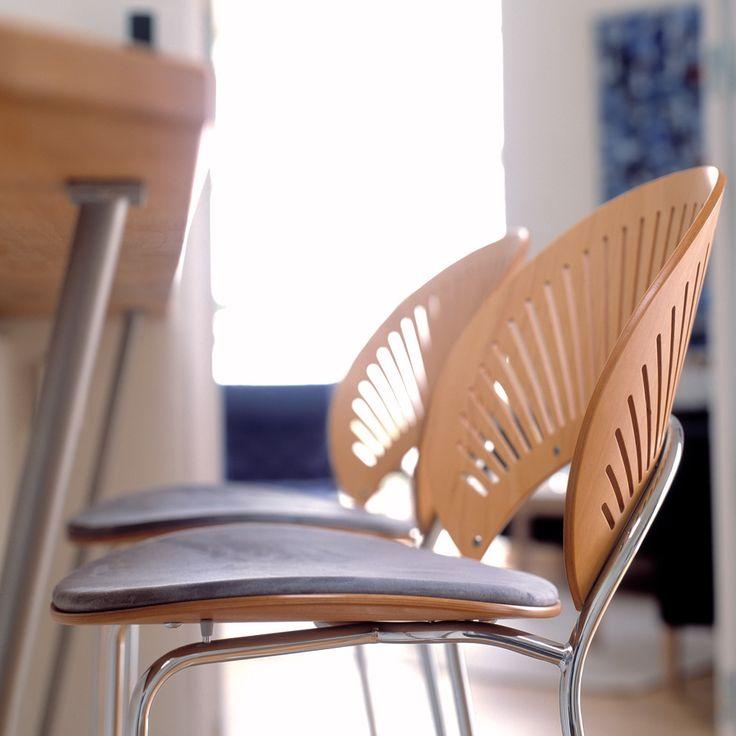 Trinidad Barstol af Nanna Ditzel med formtilpasset sæde og ryglæn.