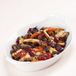 Ovnstegt kylling med løg, rødder og persille opskrift