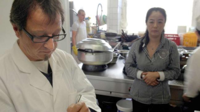 Lebensmittelkontrolle! Gefährlichen Keimen in der Gastronomie auf der Spur - Aktuelle Reportage bei HOTELIER TV & RADIO: http://www.hoteliertv.net/gastronomie/lebensmittelkontrolle-gefährlichen-keimen-in-der-gastronomie-auf-der-spur/