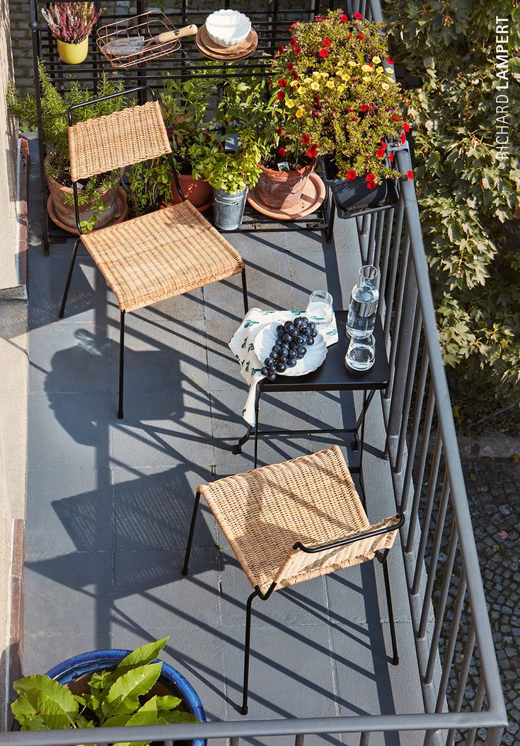 rattan chair ›TT54‹ by Paul Schneider-Esleben, folding side table ›Flip‹ by Alexander Seifried #balcony #rattan #outdoor #schneider-esleben #lampert