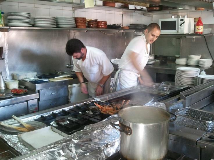 Diego y Traian Preparando el Menú Restaurante La Cabaña hoteldepeniscola.com