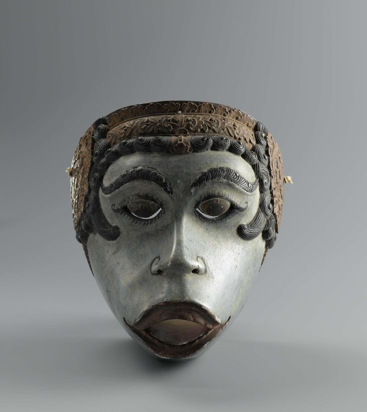 Anonymous | Masker, Anonymous, 1800 - 1900 | Topeng masker, rol: figuur uit het apenleger, lichtblauwe gelaatskleur, wenkbrauwen en haar zwart. Geornamenteerde gedeelten tussen het haar verguld.