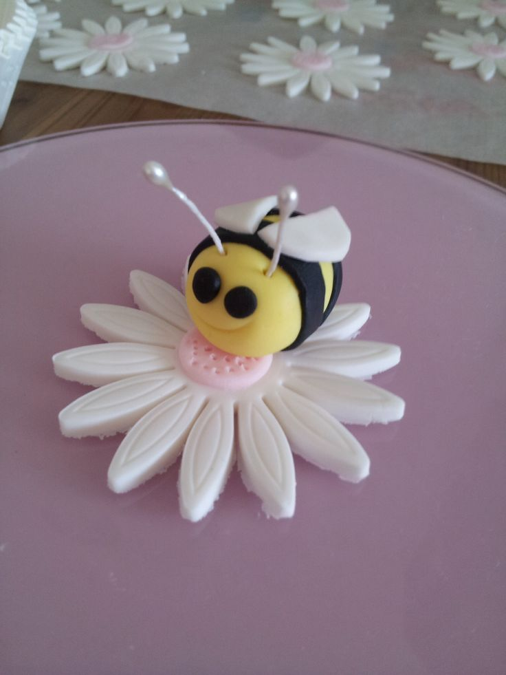 Bumble bee toppers